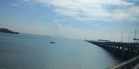 Et voilà on quitte Penang par le pont. Bye bye!