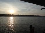 Avec un superbe coucher de soleil.