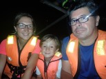 balade en barque ds une nuit étoilée pour voir des milliers de lucioles ...........