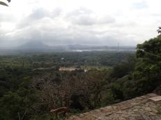 Arrivée aux temples troglodytiques de Dambulla à 160 m de haut.
