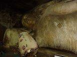 Avec 150 peintures et statues de Bouddha.