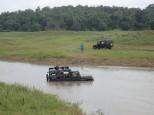 La rivière est montée et plusieurs 4X4 restent bloqués.