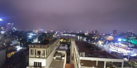 Comme à notre habitude, un petit apéro sur le toit d'un immeuble pour profiter de la vue.