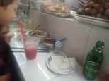 Pause déjeuner dans le grand marché.