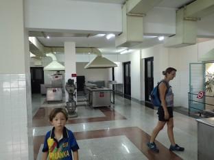 Les cuisines au sous-sol.