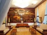 Le salon des ambassadeurs, avec un tableau en laque composé de 40 pièces.