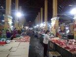 Petite balade ds le marché avec ses étals à viande.