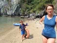 Trop fort avec Simon nous avons trouvé une bouée radeau ds les rochers.