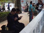 Deux militaires en pleine surveillance!!!