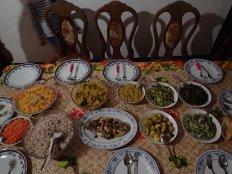 Repas de noël dans la famille de notre hôte. Crevettes et poisson.