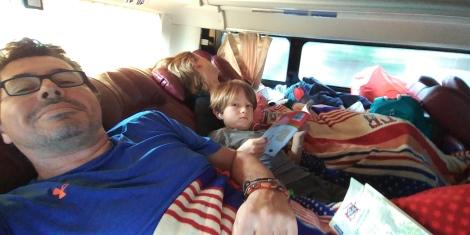 7h00 de bus. On en profite pour se reposer, lire et écouter de la musique.