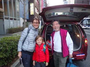 Notre hôte à Tokyo. Un personnage.