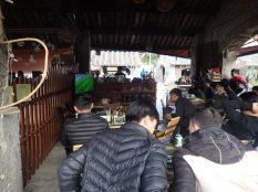 Café où nous nous ruons pour voir la fin de la demi-finale de la coupe d'Asie de foot, au bonheur de Chu Chu.