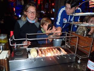 Et là du pur bonheur, après 30 mn d'attente un barbecue sur table!!