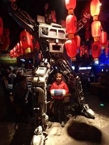Enorme robot ds le restaurant.