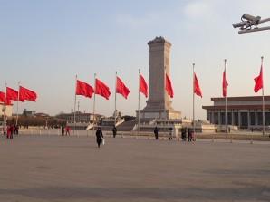 Et le monument des héros du peuple.