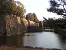 Ses douves et ses fortifications.