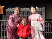Juste des Japonaises qui s'habillent de façon traditionnelle.