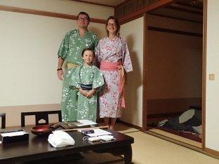 La totale tenue de Yukata pour être à l'hotel.
