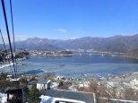 Superbe vue sur le lac gelé.
