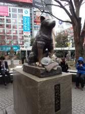 Statue de Hachiko, célèbre pour avoir attendu son maître pdt 10 ans tous les jours devant la gare.
