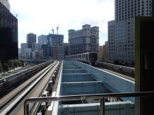Le métro aérien. Direction Odaiba.