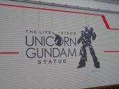L'énorme robot Gundam.