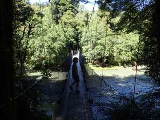 Pont suspendu, on s'amuse à sauter dessus avec Simon pour faire peur aux gens!!lol