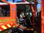 Après le tracteur, le camion de pompier.