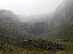 Il va falloir passer cette porte d'entrée qui garde le fjord. Enorme amphithéâtre.
