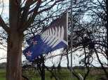 Alors voici peut être le futur drapeau de la NZ avec la fougère d'argent que nombre de NZ voudrait afin de supprimer l'Union Jack de leur étendard.