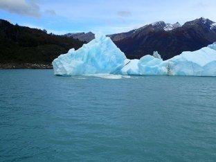 Et là un gros morceau d'iceberg se décroche juste devant nous.
