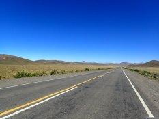 Et on débouche sur un haut plateau avec une ligne droite de 14 km.