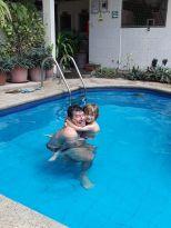 Et petit plongeon ds la piscine .