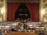 Librairie magnifique ds un ancien théâtre.