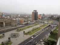 Après 5h00 d'attente dont 3 ds l'avion et une escale de ratée nous voici arrivés à Lima pour une nuit.