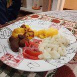 Repas typique concocté par nos adorables hôtes (merci encore à Anne) et ......