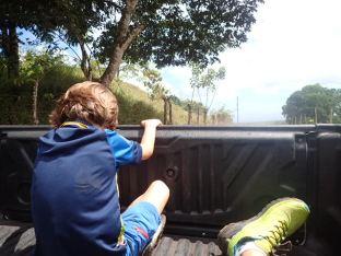 Et retour à l'arrière du pick-up à notre grande joie. Simon en veut un pour la Martinique.