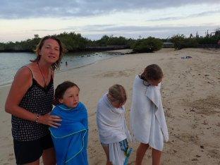 Simon et ses deux nouvelles copines, Manon et Lydie.