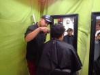 Et séance de coiffure ds la rue.