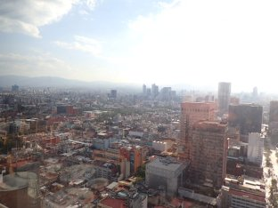 Vue de la tour Latinoamericano à 360° sur Mexico avec un petit cocktail!