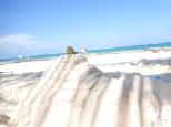 A défaut d'en trouver une, retour à notre plage précédente. Et Simon nous a fait une belle pyramide.