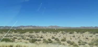 Non du désert!! avec une caravane ou une cabane disséminée ça et là!!!