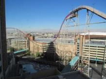 Les montagnes russes ds notre hotel avec la piscine au milieu!! Surréaliste!