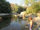 On arrive enfin près du Sequoia Park. On plante la tente au bord d'une rivière.