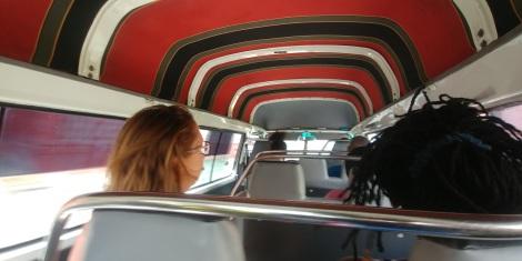 Nous voici donc à la Barbade. Ca nous manquait, balade en taxi collectif.