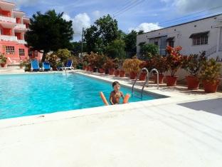 Chambre sympa et piscine de bon matin, trop cool.
