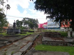Et son cimetière.